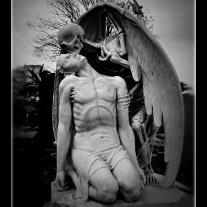 El_Beso_de_la_Muerte_by_dogmadic